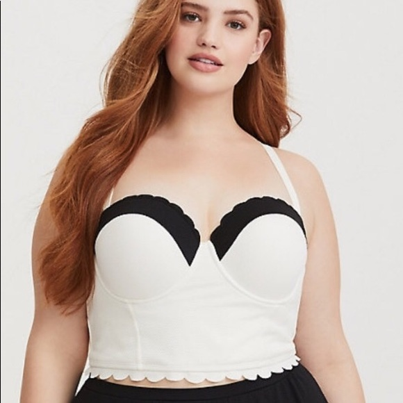 5c6da6c7269 White scalloped long line swim top. NWT. torrid